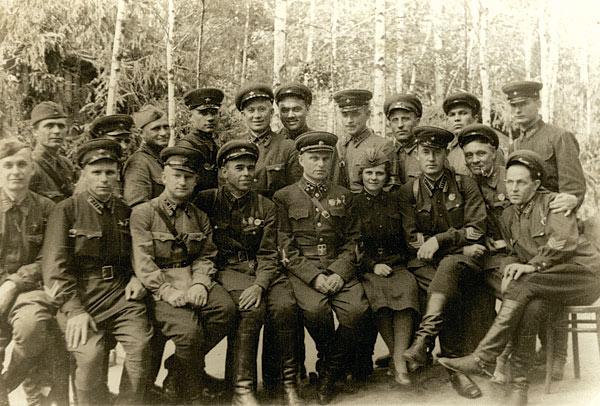 http://www.kau.su/files/318/v.i.-kazakov-i-ls-art.16-arm.-iyun-1942.-zap-front.jpg